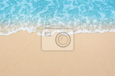 Obraz piękna piaszczysta plaża i delikatna błękitna fala oceanu