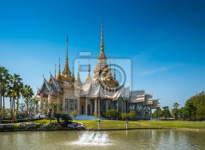 Piękna świątynia przy Wata Luang Phor Tor w Korat, Nakhonratchasima prowincja, Tajlandia