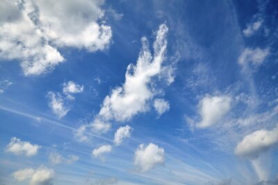 Piękne cloudscape na niebieskim niebie