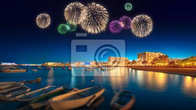 Piękne fajerwerki pod Ibiza night view