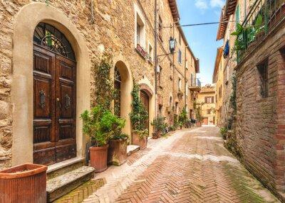 Obraz Piękne i kolorowe uliczki małego, zabytkowego Toskanii
