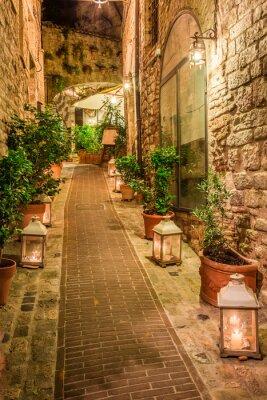 Obraz Piękne urządzone ulicy w małym miasteczku we Włoszech, w Umbrii