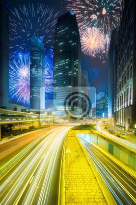 Piękni fajerwerki nad miasto ulica Hongkong