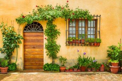 Obraz Piękny ganek ozdobiony kwiatami we Włoszech