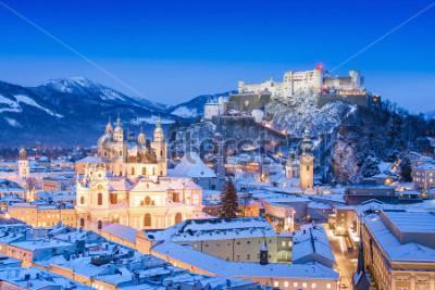 Obraz Piękny widok historyczny miasto Salzburg z Twierdza Hohensalzburg w zimie, Salzburger ziemia, Austria