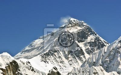 Piękny widok na Mount Everest (8848 m) w Nepalu, Himalajach.