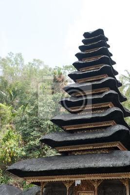 Piętro dach świątyni stylu Bali.