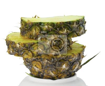 plasterek ananasa / Ananas na dnie naczynia bieli.