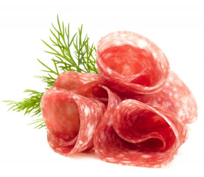 Obraz plasterki salami na białym tle wycięcia