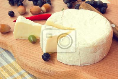 Obraz plasterki sera camembert z bliska
