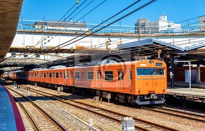 Pociąg lokalny w Tennoji stacji w Osace