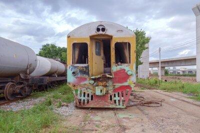 Pociąg / Widok lokomotywy porzucone.