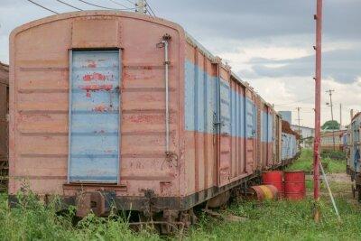Pociąg / Widok wagonów kolejowych porzucone.