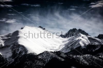 Obraz Pokryte śniegiem szczyty Tatry. Filtrowany styl.