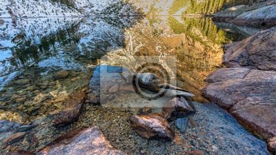 Półprzezroczyste odbicia w Emerald Lake