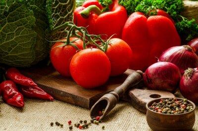 Obraz Pomidory, papryka, kapusta, cebula, pietruszka i przyprawy na ki