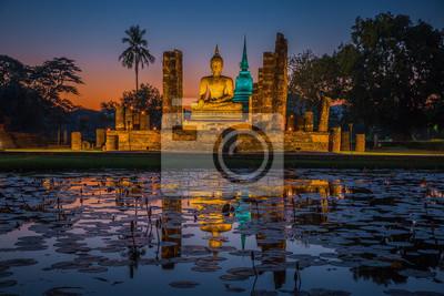 Posąg Buddy w Wat Mahathat w Sukhothai Historical Park