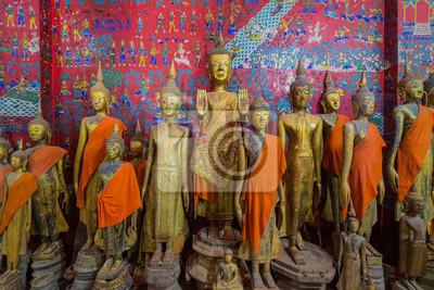 Posągi Buddy w Wat Xieng Thong Luang Prabang