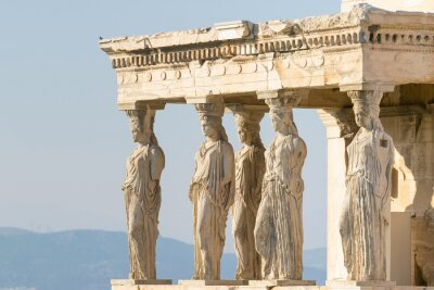 Obraz posągi kariatydy na Akropolu w Grecji.