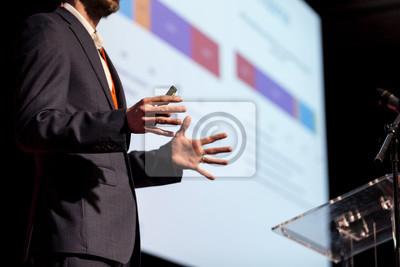 Obraz Prelegent na konferencji biznesowej lub prezentacji