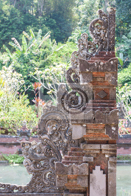 Projekt rzeźba drzwiach świątyni na Bali, Indonezja.