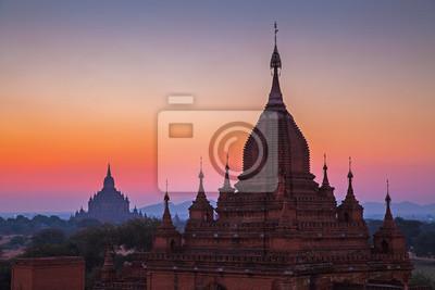 Obraz Przed wschodem słońca nad świątyń Bagan w Birmie