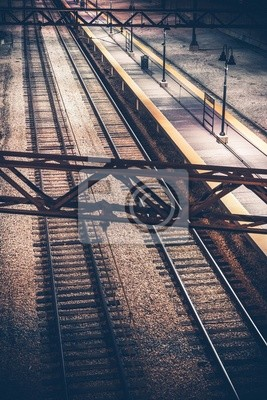 Przejazd na dworzec kolejowy w nocy