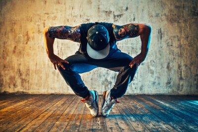 Obraz Przerwa Młody mężczyzna tańczy