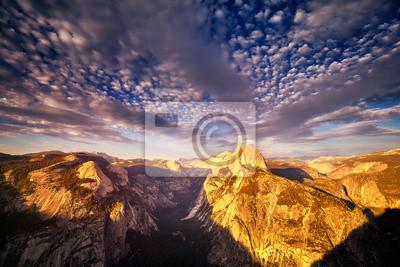 Przyrodnia kopuła w Yosemite parku narodowym widzieć od lodowa punktu przy zmierzchem, Kalifornia, usa.