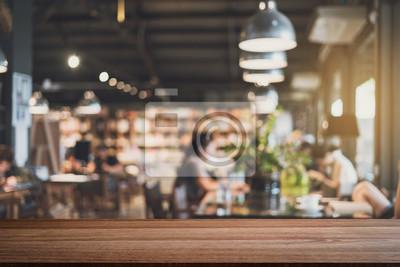 Obraz Pusta drewniana platforma miejsca i rozmyte defocused wnętrze restauracji, vintage dźwięk
