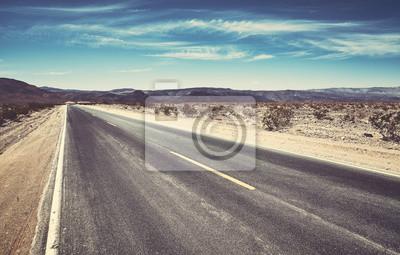 Pusta pustynna droga, zastosowane tonowanie kolorów.