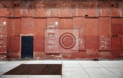 Pusta ulica ze starym magazynu cegła ściany, przemysłowych tła, Nowy Jork, USA.