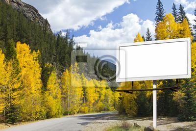 Puste Billboard Along Mountain Road jesienią