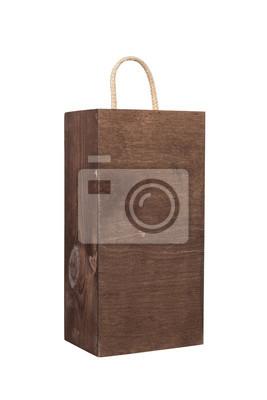 Puste drewniane pudełko na białym tle.