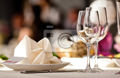 Obraz Puste szklanki ustawić w restauracji