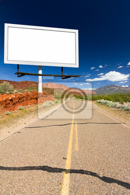 Pusty znak Billboard na pustej szosie Desert