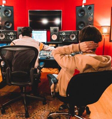 Obraz Rappeur et ingénieur son en studio pro mixage mastering enregistrement