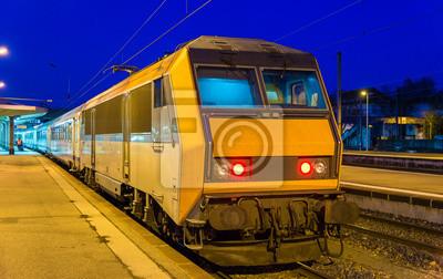 Regionalny pociąg ekspresowy na stacji Mulhouse - France