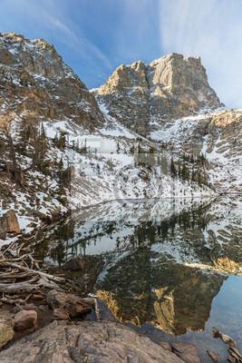 Reliefy górskie w Emerald Lake