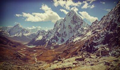 Retro filtruje obraz Himalajach krajobraz,