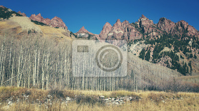 Retro kolor stonowanych krajobraz górski w Maroon Bells Snowmass Wilderness, Aspen, USA.