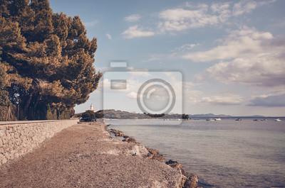 Retro stonowany obrazek plaża przy północnym wybrzeżem Mallorca, Hiszpania.