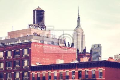 Retro stonowany obrazek stary budynek z zbiornikiem wodnym, jeden Nowy Jork symbole, usa.