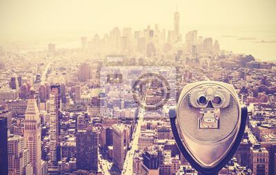 Retro stonowanych lornetki turystyczne na Manhattan, NYC, USA.