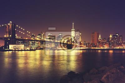 Retro stonowanych New York nabrzeże nocą, USA.