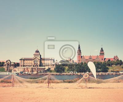 Retro stylizowana plaża nad Odrą w Szczecinie, Polska.