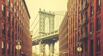 Retro stylizowane Manhattan Bridge widziany z Dumbo w Nowym Jorku.