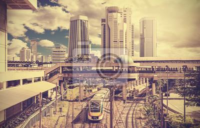 Retro stylizowane zdjęcie nowoczesnego miasta.