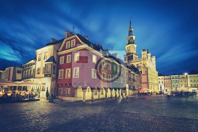 Retro stylizowany Stary Rynek w Poznaniu w nocy, długo efekt ekspozycji, Polska.