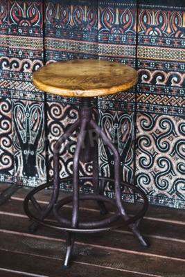Rocznik drewnianej prętowej stolec kolorowy tło